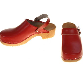 Clogs red with turnable strap