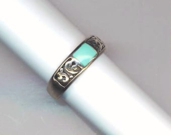 Sterling Silver Ring Band . Vintage Design Jewelry . Rectangular Turquoise . Silver Filigree - Stackable band Ring by enchantedbeas on Etsy