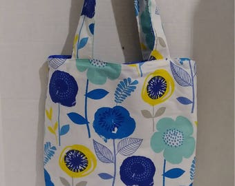 Beautifully made floral design purse with closing snap & change purse.