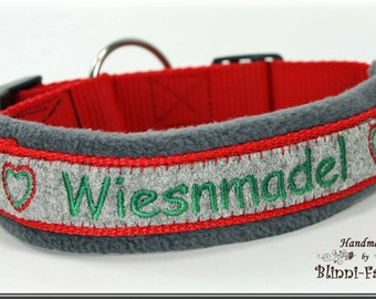"Dog collar in bavarian style, gray-red, embroidered with ""WIESNMADEL""."