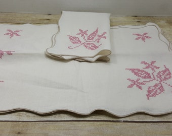 vintage  needlepoint table napkins, pink, vintage linens