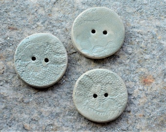 3 Stoneware buttons with lace design in light green -  4 cm diam