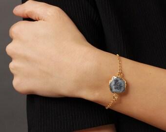 One-of-a-kind Quartz Pendant Gold Bracelets - gold bracelets - stacking bracelets - layering bracelets - quartz bracelets - stone jewelry