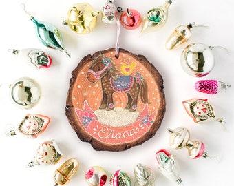 Pony-Ornament, Cowgirl Ornament, Mädchens Ornament, Weihnachtsschmuck, personalisierte Ornament, Urlaub Deocr, Geschenke unter 25 Woodslice Ornament
