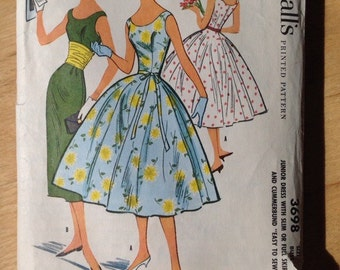 Vintage McCall's 8904 Dress with full skirt - Junior size 11