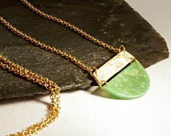 Geometrische Pendant Halskette, Geometrische Halskette, Gold-grüne Statement Halskette, Goldkette mit grünem Anhänger, Geschenk für Sie