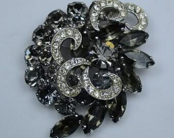 Weiss Rhinestone Pin—Early 1950s Gray Stones