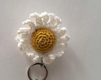 White and yellow Daisy flower keychain