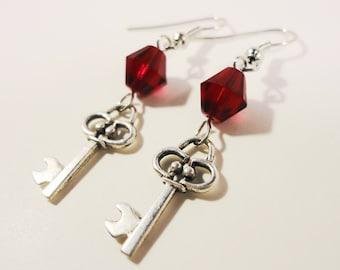 Wichtige Charme Ohrringe, tief Granat Rot Perlen Ohrringe, Perlen Ohrringe, Antik Silber Schlüssel Ohrringe, Perlen Ohrringe, Damen Schmuck