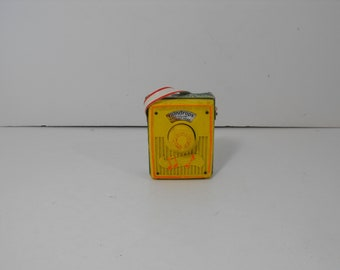 Fisher Price Pocket Radio Vintage Raindrops Keep Falling on my Head  (1608)
