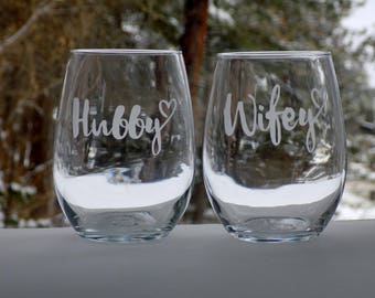 wifey hubby gift, wine glass for husband, wine glass for wife, glass for husband, glass for wife, wedding gifts for couple, stemless wine