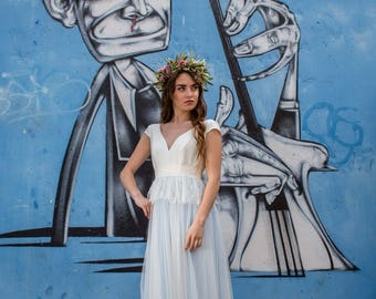 Goldie -> White and blue wedding dress in crepe, tulle and French lace. Boho bridal gown. Romantic wedding gown. Colourful wedding dress