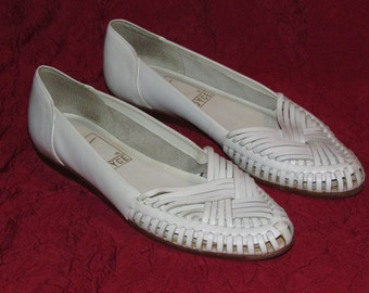 Vintage White Leather Huaraches Sandals, 1980s Woven Slip On Flats, Made in Brazil, Womens Size 7 N