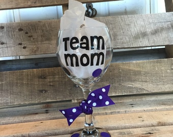 Team Mom Wine Glass | Team Mom | Sports Mom | Wine Glass | Custom Wine Glass | Personalized Wine Glass | Wine | Barware |