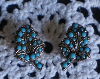 A pretty pair of Turquoise Blue Clip On Vintage Earrings // 1960s // Vintage Jewellery // Gifts for Her.
