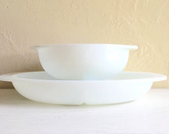 Pair of Pyrex Large All White Dishes Oven Safe Divided Serving Bowls Casserole Round Mixing Serving Bowl