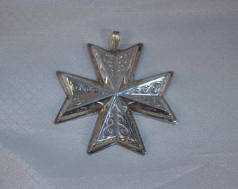 1977 Reed and Barton Sterling Christmas Cross Pendant or Ornament