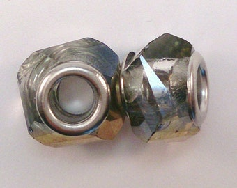 3 European glass beads with facet beads transparent with Golden relief (1)