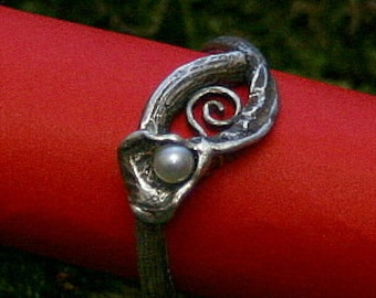 Trailing root ring with freshwater pearl and spiral inlay - made with love in sterling silver