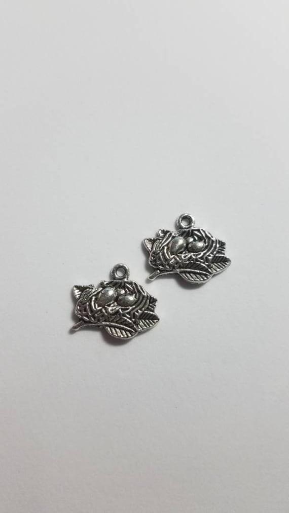 BULK 20 Nest charms antique silver tone B143