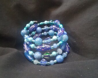 Blue Beaded Bracelet - Beaded Jewelry - Memory Wire Bracelet - Blue Beaded Memory Wire Bracelet - Blue Fish Eye Beaded Bracelet