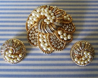 PEARL & RHINESTONE Brooch Pin w Earrings Demi-Parure Set Gold Tone Vintage Costume Jewelry Collectible Designer Wedding Jewelry Gift