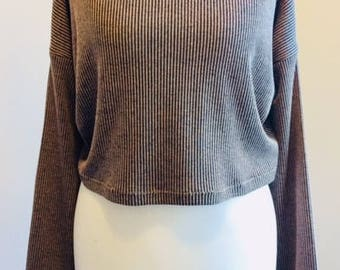 Black and beige ribbed crop jersey