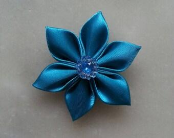 5 cm fleur de satin bleu turquoise petales pointus