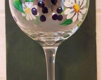 Daisies and Berries - Wine Glass