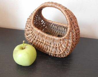Vintage french Basket/ basket ratten