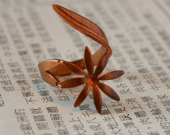 Vintage Flower Ring Blank. Copper over steel. Adjustable wrap style. Floral. Daisy. Copper. Kim Craftsmen. Beadwork, Jewelry making, supply.