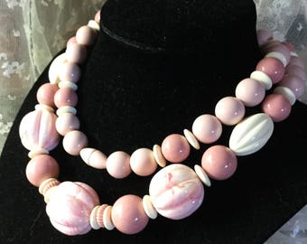 Single Strand Rosy Pink Lucite Bead Necklace Unsigned Lisner 1960's 1970's Melon Round Shaped Screw Closure Summery Day Wear Feminine