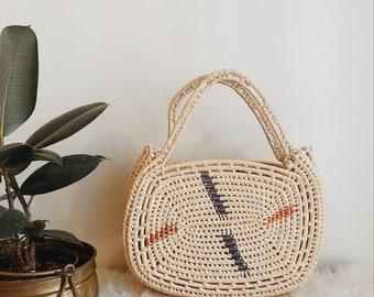 Vintage coil straw bag // boho summer handbag // raffia coil basket bag // vintage coil basket bag // boho summer basket bag