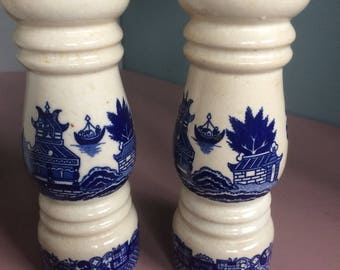 Blue and white willow pattern cruet set
