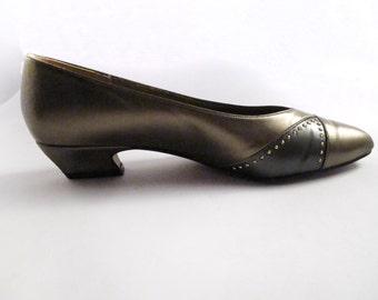 Soft System Gold Pump Flats By Life Stride Size 8