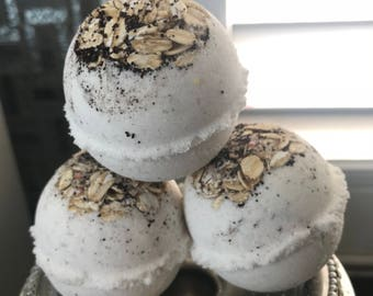 Rolled Oats and Coffee Bath Bomb