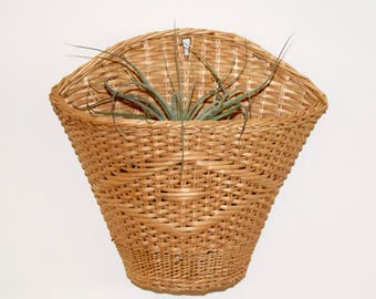 Vintage wicker planter…wall hanging planter...wicker pocket planter...basket planter...wall basket planter...