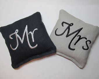 Wedding Mr and Mrs Cornhole Game Bags - Mr & Mrs - Set of 8 Shown in Black and Grey