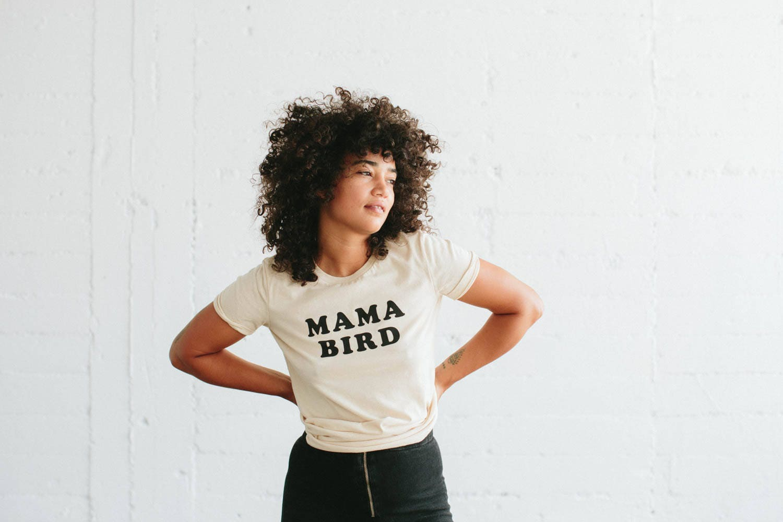 Das Original Mama Bird T-shirt von der Biene und der Fuchs