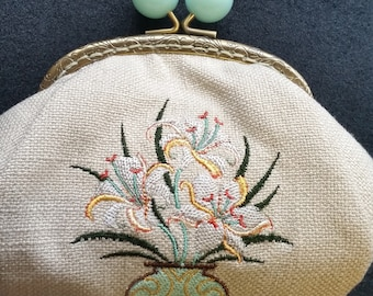 CP553. Coin purse art deco lily bouquet design.