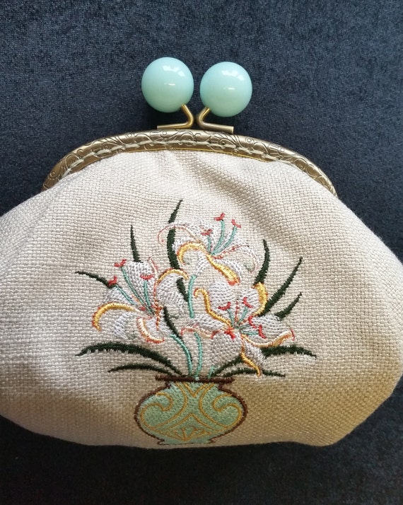 CP553. Coin purse art deco lily bouquet design.