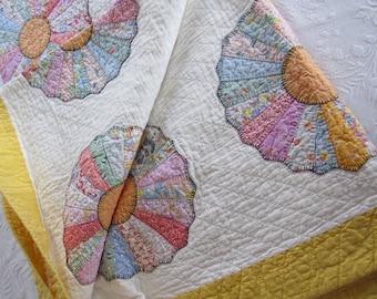 "ESTATE Quilt Vintage 1960s Hand Stitched 77x88"" DRESDEN PLATE Novelty Prints - Flower Quilt - Floral Quilt - Country Quilt - Estate Quilt"