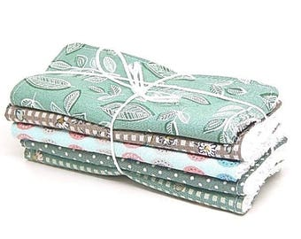 5 large cleansing color green or baby wipes and taupe