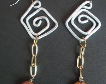 hammered wire earrings with freshwater pearls