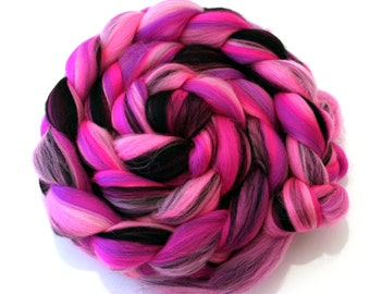Dangerous Diva Custom Blend Merino Combed Top pink and black 100g