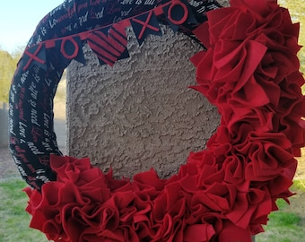 Gorgeous vibrant Valentines wreath