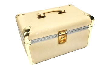 Vintage mid century Italian pink train case with brass detailing, 1950s
