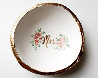 Mrs Ring Dish, Jewelry Dish, Bridal Shower Gift, Gift for Bride, Wedding Gift, Unique Wedding Gift, Engagement Gift, Custom ring, Ring Dish