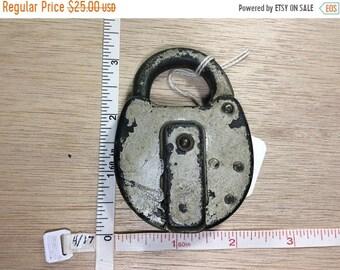 10%OFF3DAYSALE Vintage Old Railroad Lock Padlock Locked No Key Used