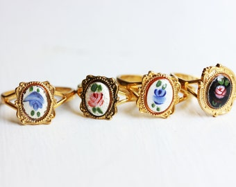 Guilloche Flower Ring, Gold Flower Ring, Gold Border Ring, Flower Ring, Guilloche Ring, Enamel Ring, Gold Oval Ring, Small Vintage Ring
